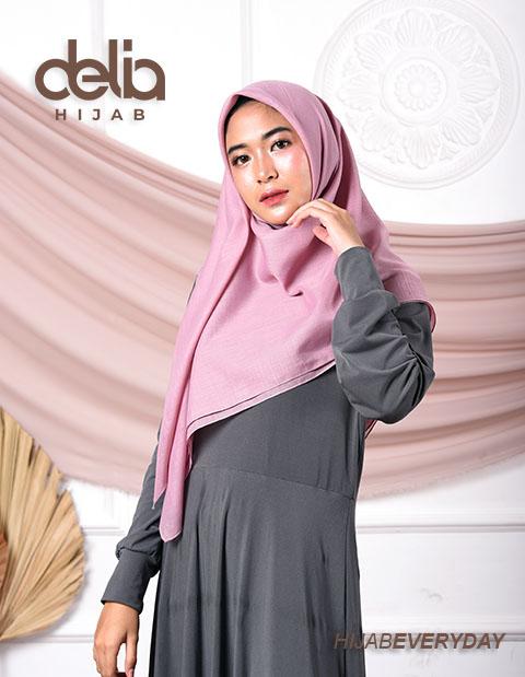 Deskha Adela - Jilbab Segiempat Polos - Delia Hijab