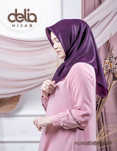 Deskha Afiiya - Jilbab Segiempat Polos - Delia Hijab