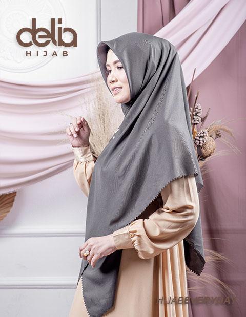 Deskha Adiba - Jilbab Segiempat Jumbo - Delia Hijab