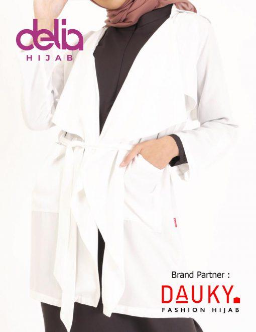 Style OOTD Hijab Lebaran 2020 - Dria Outer - Dauky Hijab White